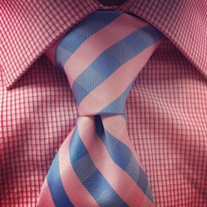 Instruction for tying a Pratt necktie knot.