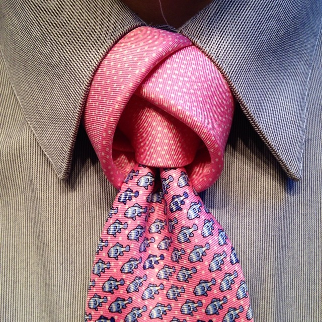 Aperture Knot Tie Tie: How To Tie A Trinity Necktie Knot